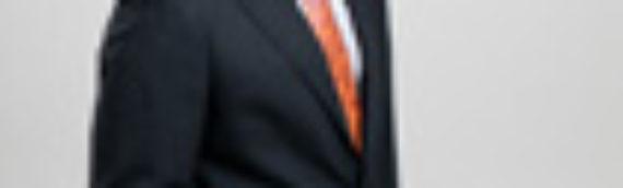 Dr. Maldonado Stark dentro del Consejo de Directores de Meritas